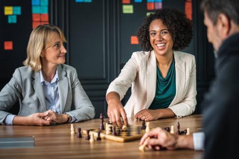 Jocuri de societate. 8 idei pentru concediu, petreceri și team building