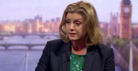 Ministrul britanic al Apărării mulţumeşte Marinei Regale după ce a ajutat un petrolier să treacă prin Strâmtorea Ormuz