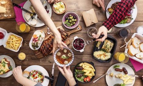Comenzile online de mâncare s-au dublat în luna iunie faţă de începutul anului