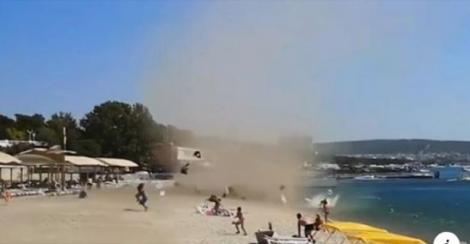 """Mii de oameni au părăsit plajele litoralului românesc! Fenomenul care a băgat turiștii în sperieți: """"Nu mai vrem să rămânem!"""""""