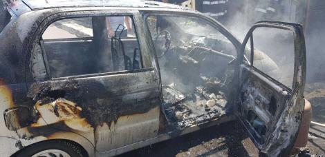 O fetiţă de 10 ani a fost rănită într-un incendiu, în județul Neamț, după ce maşina în care se afla a luat foc