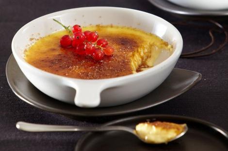 Rețetă de cremă de zahăr ars pe aragaz: simplă, rapidă și delicioasă