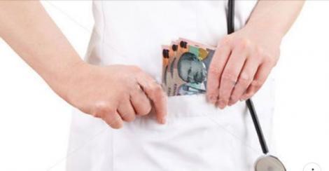 """Un angajat al unui spital din București a fost concediat de un """"pacient fals"""". Câți bani ceruse șpagă"""