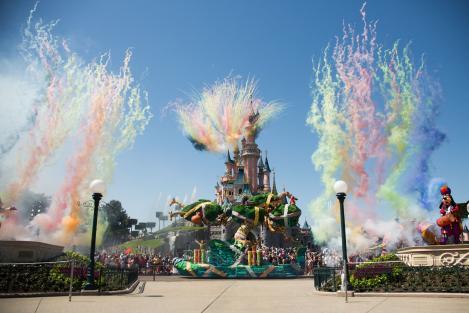Acum 64 de ani, Walt Disney a creat universul copilăriei... La scurt timp, Disneyland urma să devină gigantul divertismentului!
