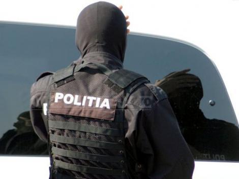 Poliția a realizat o percheziție la un bărbat acasă. Aceștia au găsit mercur, minereu de aur și arme