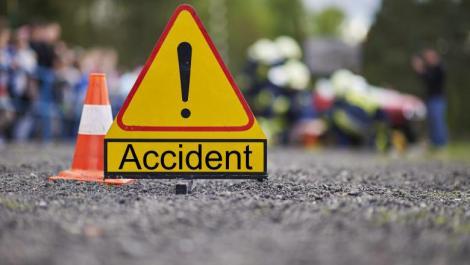 O autospecială care transporta acid azotic a fost implicată într-un accident cu alte două mașini