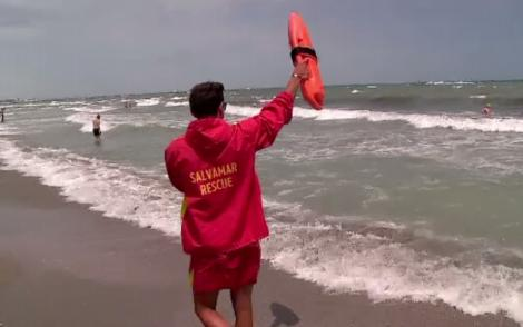 """Inconștiență la malul mării! Salvamar: """"Am scos oameni morți din valuri. Turiștii nu învață nimic din tragediile care se petrec sub ochii lor"""""""