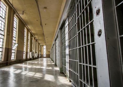 Doi agenţi de penitenciar au fost reţinuţi la Tulcea după ce au fost prinşi în flagrant când luau mită