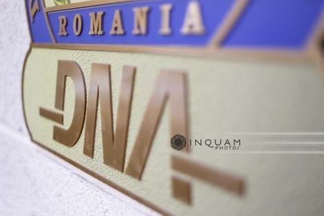 Primarul din Bacău, Cosmin Necula, şi fostul viceprimar Dragoş Daniel Ştefan, trimişi în judecată de DNA