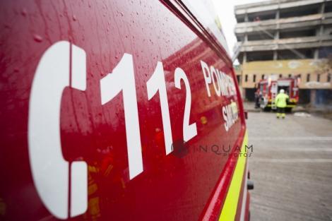 Incendiu la subsolul unui bloc din oraşul Panciu. Patru copii şi doi adulţi, evacuaţi de pompieri