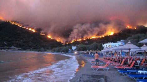 Cod roșu de caniculă în Europa! Risc uriaș de incendii de vegetație. Autoritățile avetizează românii care pleacă în Grecia