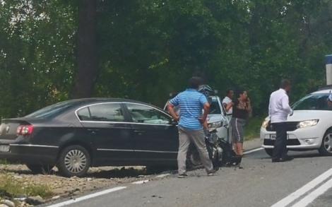 Mireasă, implicată într-un accident rutier. Tânăra a fost transportată de urgență la spital