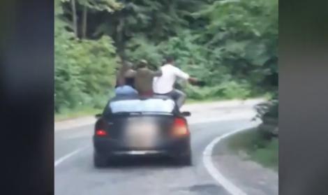 Imagini șocante! Patru tineri s-au dezlănțuit total, în timp ce mergeau pe Transfăgărășan (VIDEO)