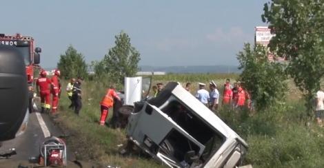 Au murit pe rând, sub ochii pompierilor! Accident cumplit petrecut în județul Dâmbovița (VIDEO)