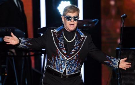 Elton John sărbătoreşte 29 de ani de când a renunţat la alcool