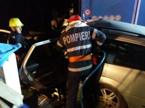 Patru tineri au murit în județul Neamț după ce au intrat cu maşina sub un TIR parcat