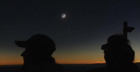 Eclipsa totală de soare în America de Sud! Cine a vrut să urmărească fenomenul din deşertul Atacama a plătit 2.000 de dolari