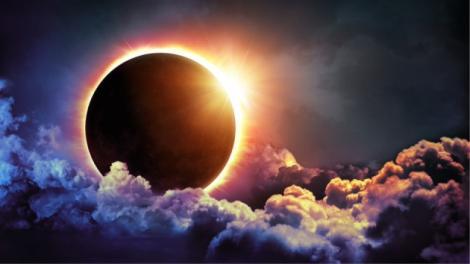 Eclipsă totală de Soare. 2.000 de dolari biletul pentru a urmări fenomenul spectaculos din deșert
