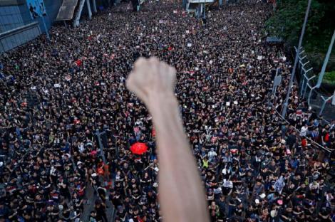 """China critică Marea Britanie pentru comentarii """"neruşinate"""" privind protestele din Hong Kong"""