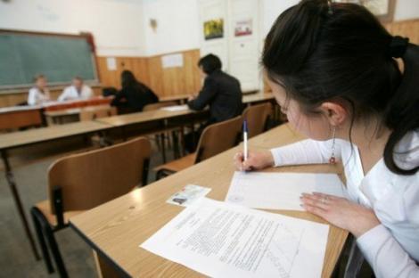 Incident la Bacalaureat, în Argeș! Cum a încercat să copieze o elevă la proba de Istorie