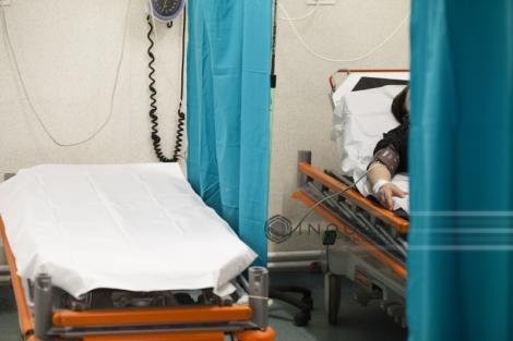 Un bărbat din Timişoara a ajuns la spital, după ce şi-a cusut parţial buzele cu sârmă şi s-a tăiat cu cuţitul