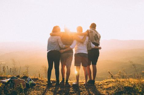 Câți prieteni adevărați are un om? Sfaturile specialiștilor de Ziua Internațională a Prieteniei