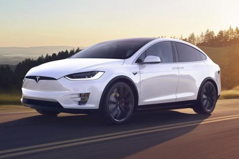 Mașinile Tesla vor avea Netflix și Youtube. În ce condiții vor funcționa