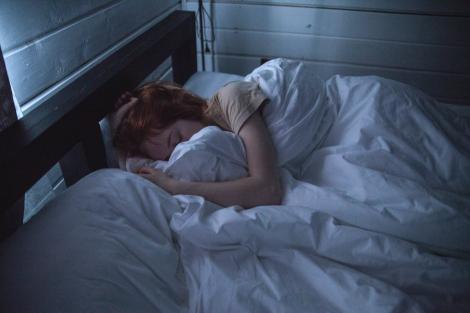 Excesul de somn poate influenta aparitia cancerului mamar! Factorii care predispun femeile la apariția bolii