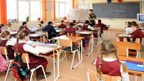 Federaţia Elevilor din România nu este de acord cu cererea Vioricăi Dăncilă ca anul şcolar să înceapă în 16 septembrie