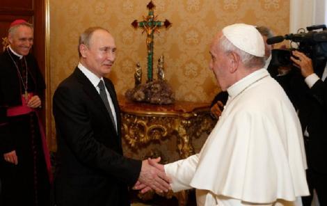 Vladimir Putin a discutat cu Papa Francisc despre protejarea creştinilor în Orientul Mijlociu