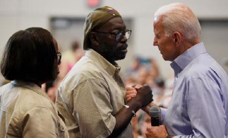 Joe Biden își cere scuze în urma unor declaraţii controversate cu privire la legături din trecut cu segregaţionişti