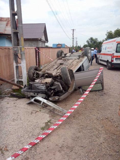Copil de 12 ani din Vaslui, mort după ce s-ar fi urcat la volanul unei maşini şi a intrat cu aceasta într-un cap de pod
