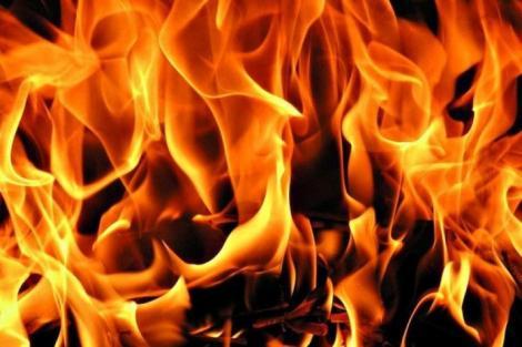"""Un tânăr de 20 de ani a trecut prin flăcări ca să-și salveze nepoata de opt ani: """"Nu-mi pasă că m-am ales cu arsuri grave!"""""""