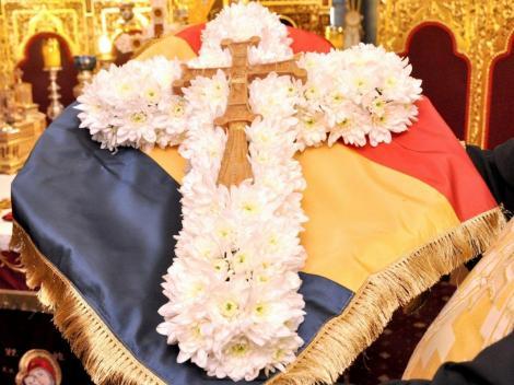 Calendar ortodox 1 august 2019. Scoaterea Sfintei Cruci