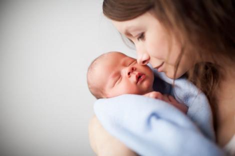 Procentul mamelor adolescente din România se află în creștere