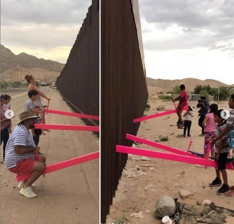 Zidul dintre Statele Unite şi Mexic, transformat de artişti în loc de joacă pentru copii