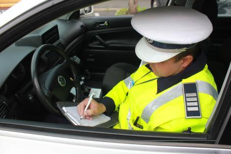 Codul Rutier ar putea fi modificat! Șoferii care folosesc telefonul la volan, sancționați drastic! Amenzile se vor dubla!