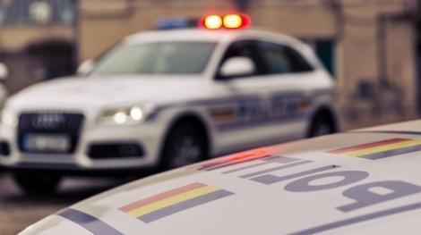 Urmărit de un echipaj de poliție, șoferul a făcut schimb de locuri cu un minor. Criminaliștii au analizat amprentele din interiorul mașinii