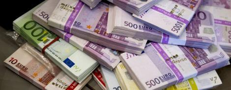 Curs valutar 12 august 2019. Euro în continuă scădere