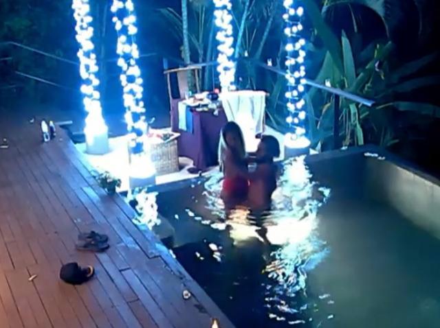 Interzis minorilor! Gia și Adrian s-au dezlănțuit total în piscină! Inevitabilul s-a produs, la Insula iubirii