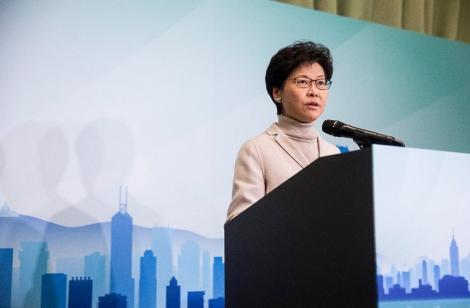 Carrie Lam, lidera de la Hong Kong, apelează la calm pe măsură ce tensiunile cresc; Aeroportul s-a redeschis