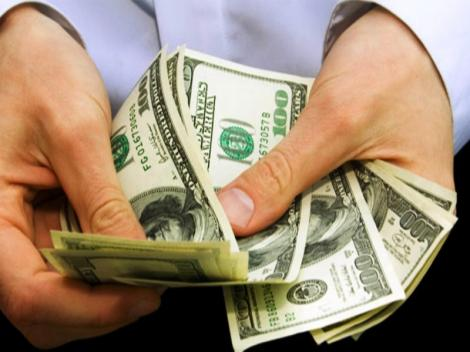 Curs valutar 13 august 2019. Dolarul scade considerabil, euro crește