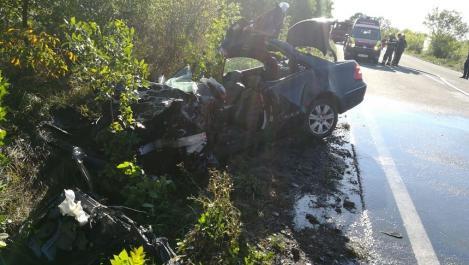 Bihor: Accident pe DN1, între un autocar şi un autoturism - şoferul autoturismului a murit