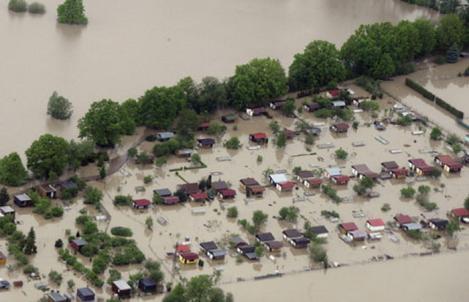 România sub ape! Furtuni fără precedent în multe dintre județele țării. Oamenii sunt disperați