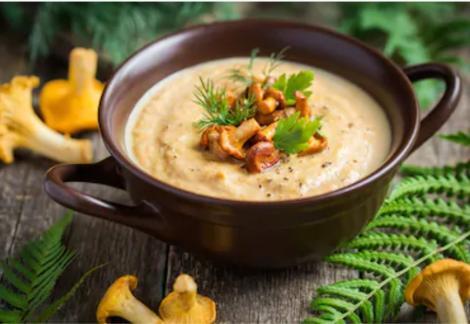 Supă cremă de gălbiori, cremoasă și deosebit de gustoasă