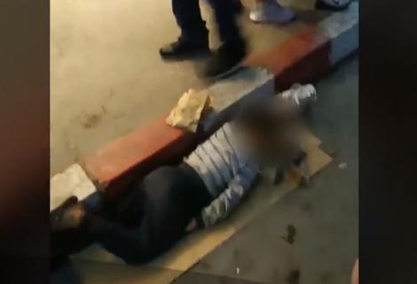 Minori lăsați să doarmă pe străzi într-una dintre stațiunile litoralului românesc. Imaginile cutremurătoare micuții cerșetori de la Costinești!