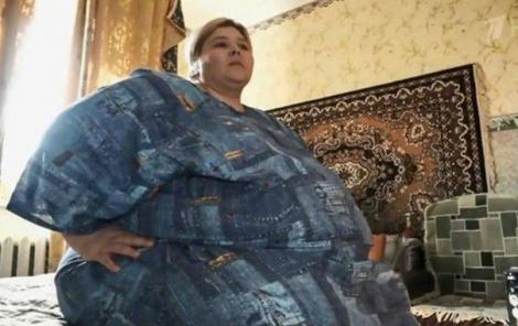 O femeie de 270 de kilograme este forțată să slăbească, după ce a dărâmat tavanul vecinilor de sub ea