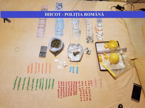 Doi tineri din Giurgiu care ar fi vândut cannabis, ecstasy şi cocaină în judeţ şi pe litoral, reţinuţi