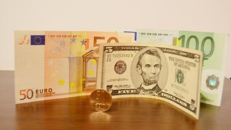 BNR Curs valutar 22 august 2019. Euro continuă să scadă, dolarul crește