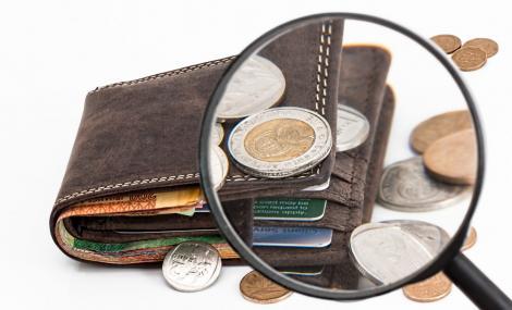 BNR Curs valutar 23 august 2019. Dolarul și lira sterlină cresc, euro scade